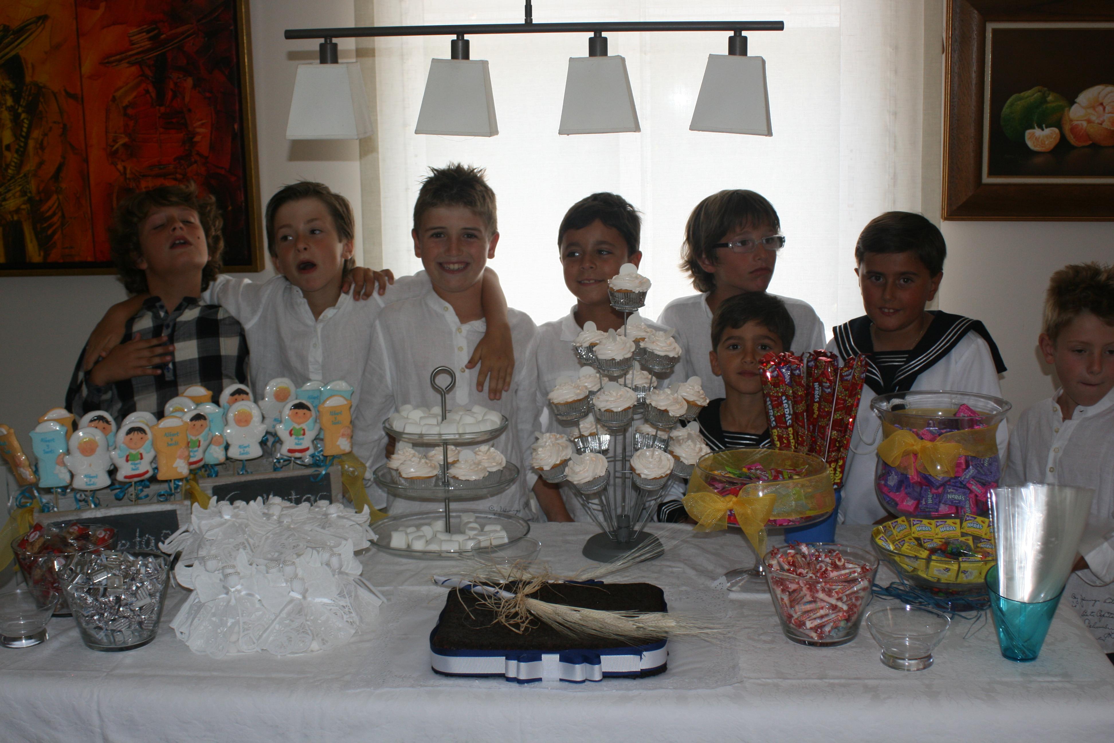 Primera comuni n bubblykido for Mesas dulces para comunion
